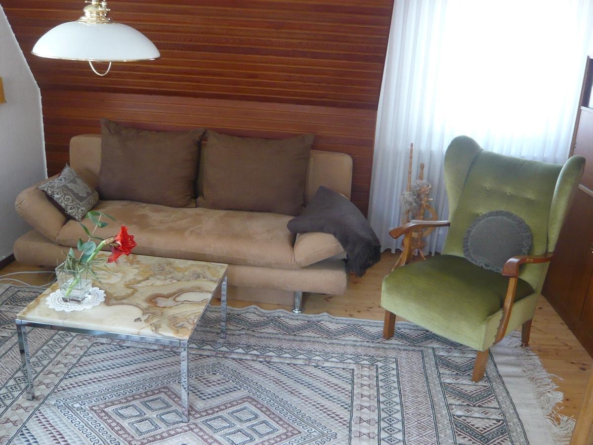 Gem tliche maisonette ferienwohnung in lohr for Wohnzimmer marmortisch