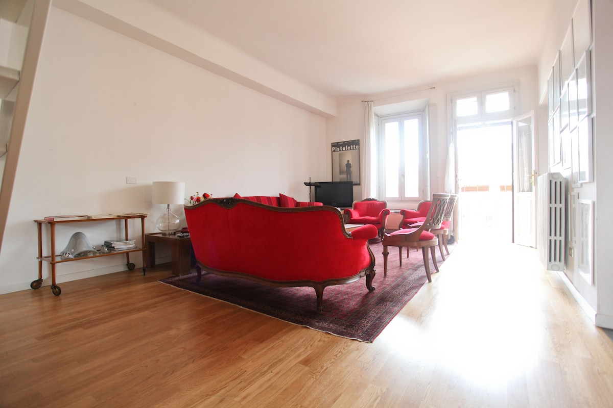 the sitting room and the entrance on the balcony