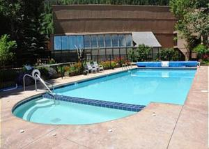 Hottub and Pool (hottub opened year round)