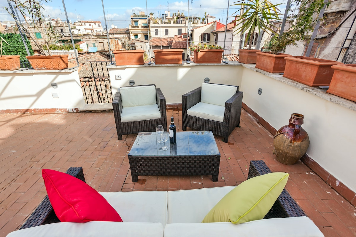 A big terrace in the center of Rome
