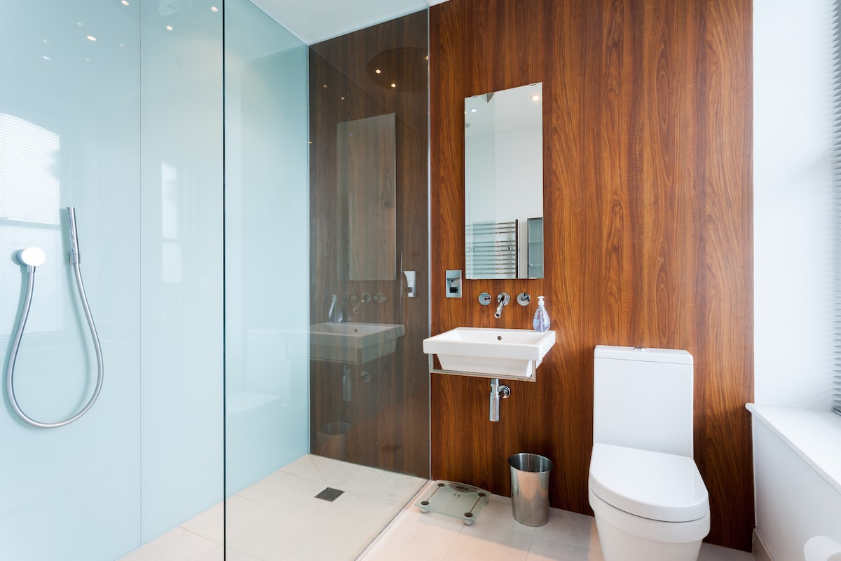 The private en-suite bathroom with AXOR Starck fittings and walk-in Hansgrohe Rainmaker shower.