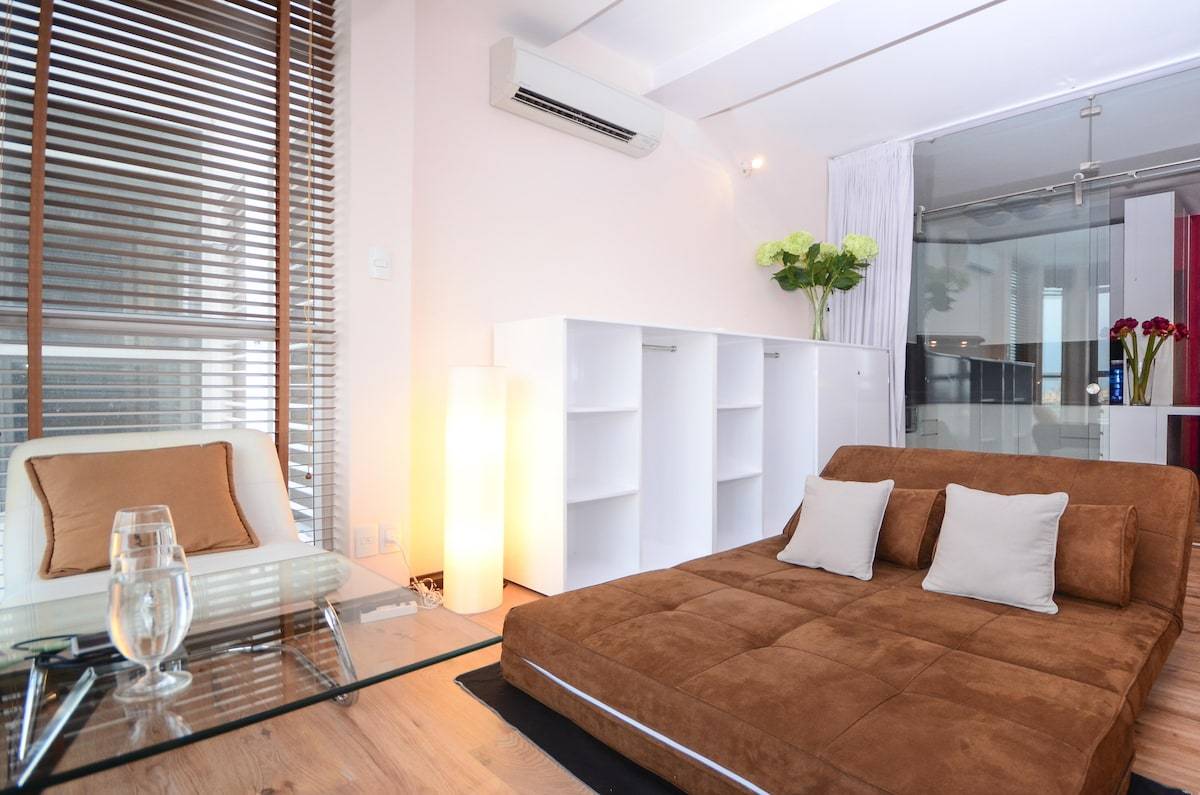 Sunroom or secondbed room - Relaxing &  looking out to Saigon River from level 19