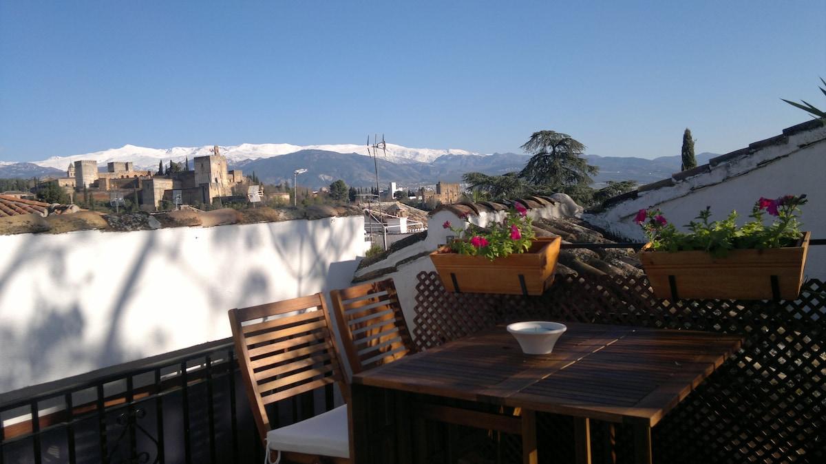 Terraza con vistas a Alhambra y Sierra Nevada