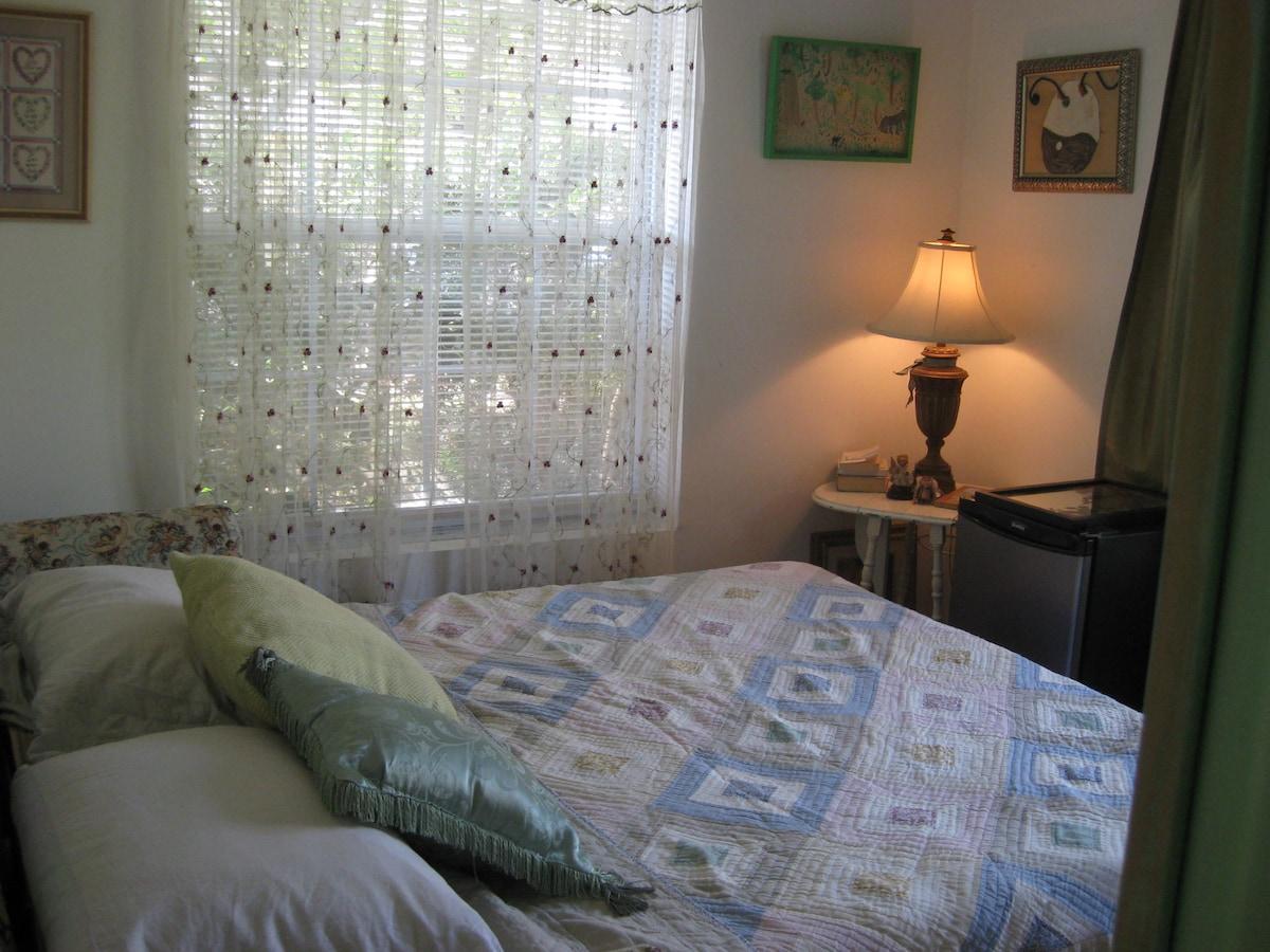Suite 's bedroom