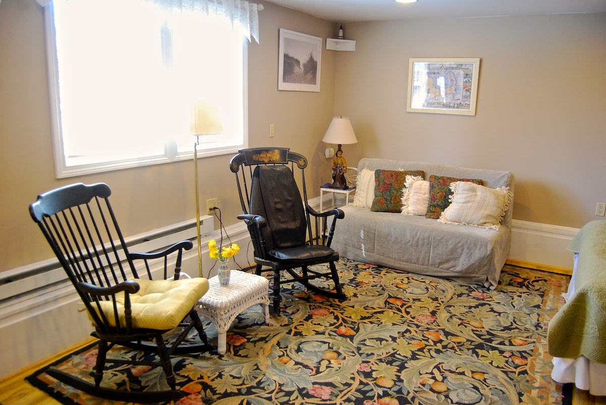 Comfortable rocking chairs to watch a movie or catch up on your reading.