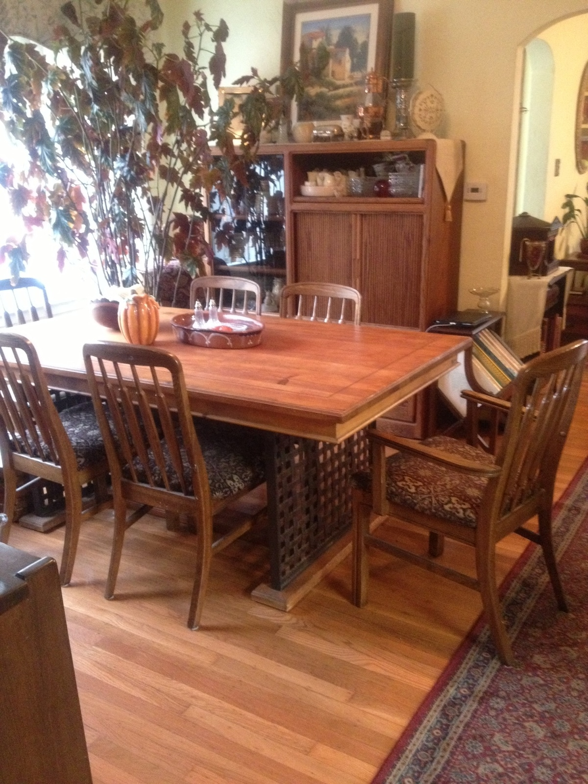 Dining room, kitchen and breakfast room are comfortable and well-equipped.