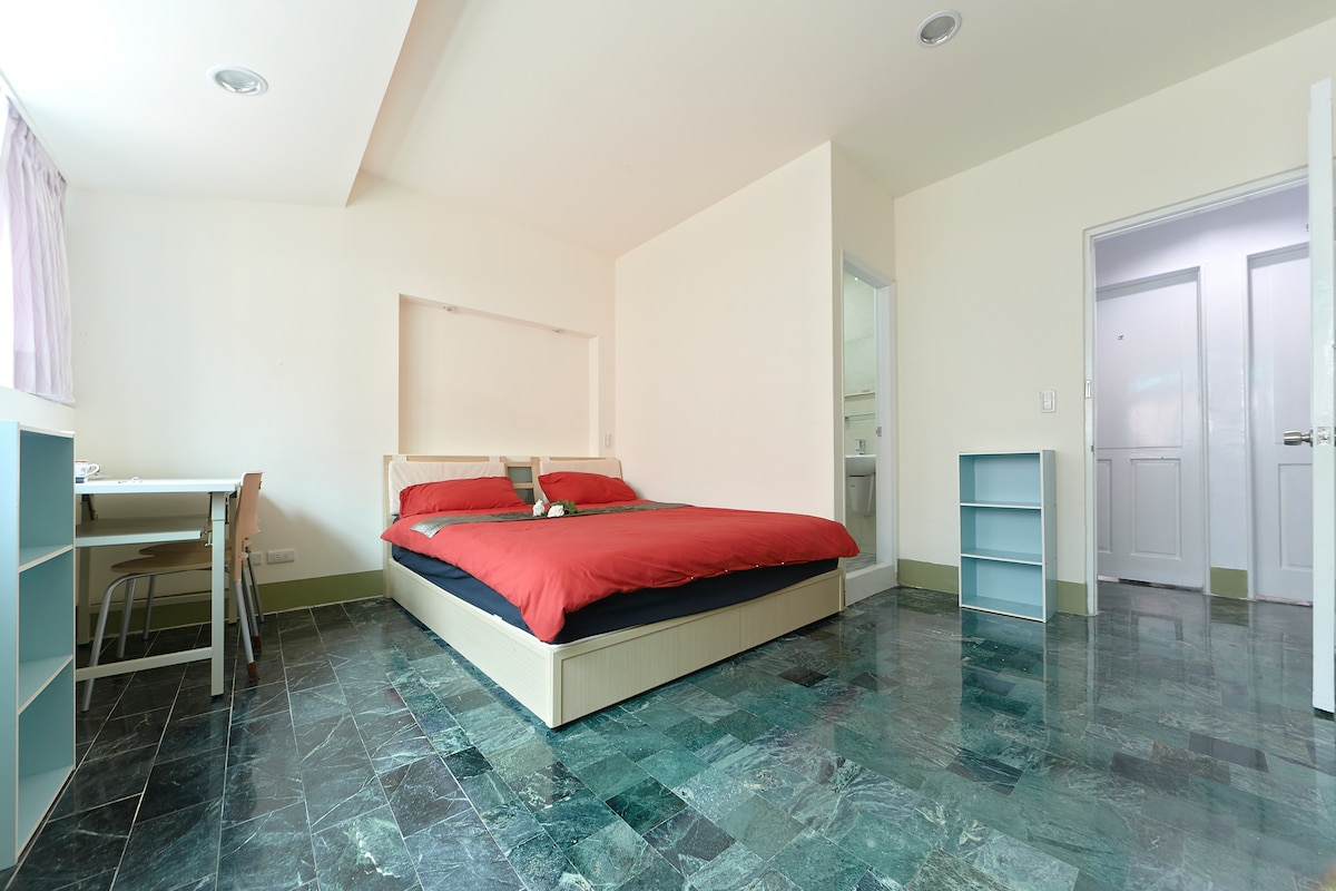 Beautiful bright large bedroom with HUGE double bed and fold out double bed