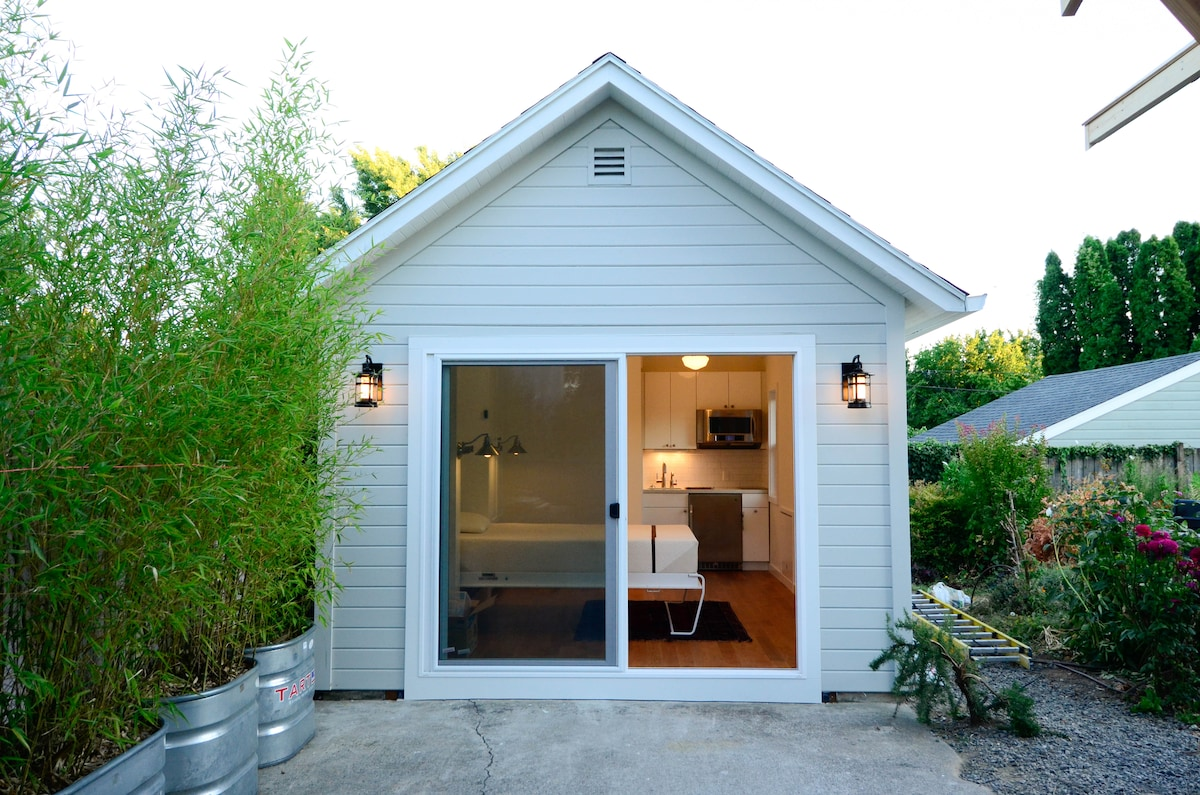 Front view of Little House. Detached studio with Murphy bed, Kitchenette, full bath.