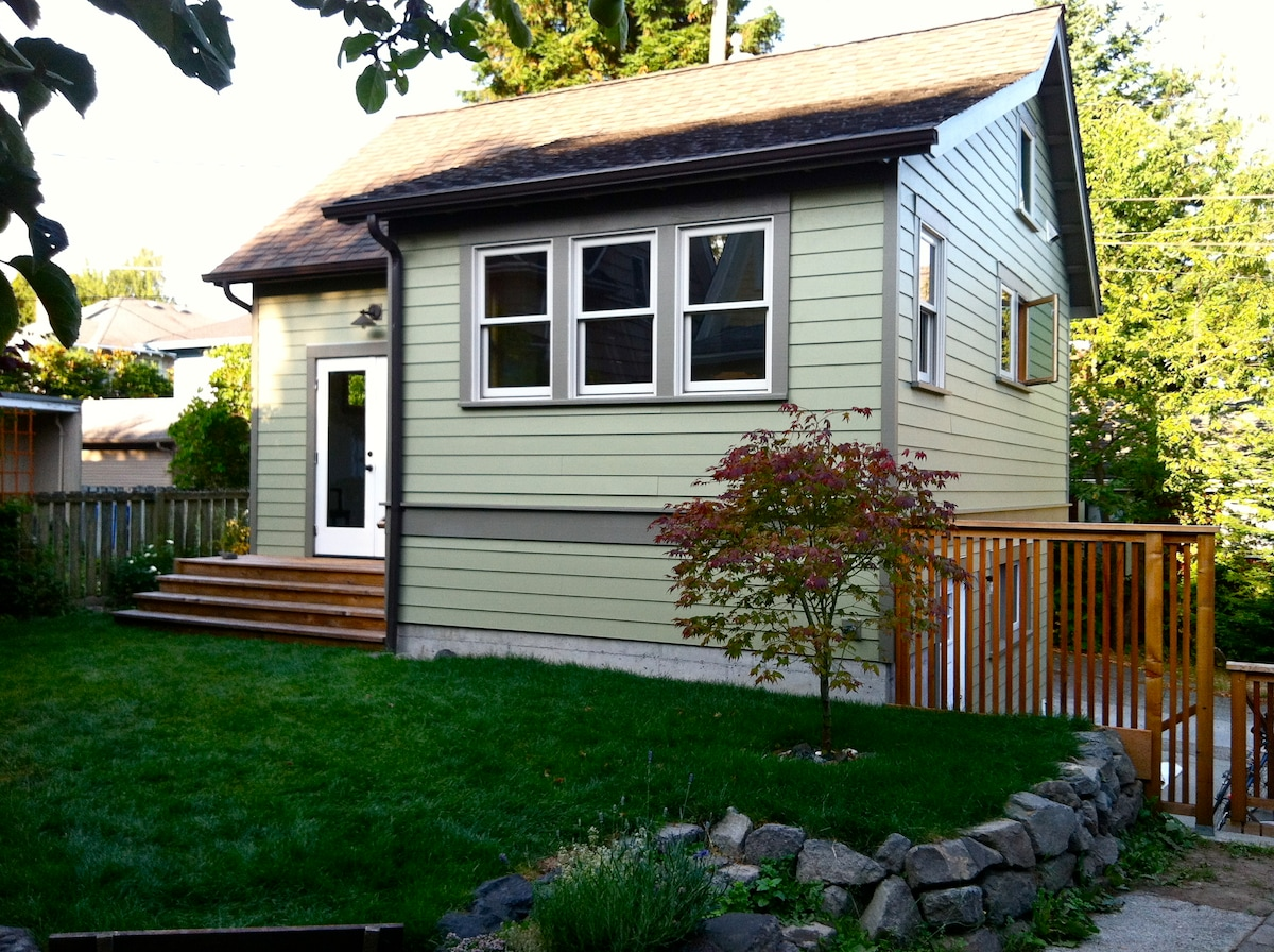 Seattle Backyard Cottage Rules : Seattle Backyard CottageQueen Anne in Seattle