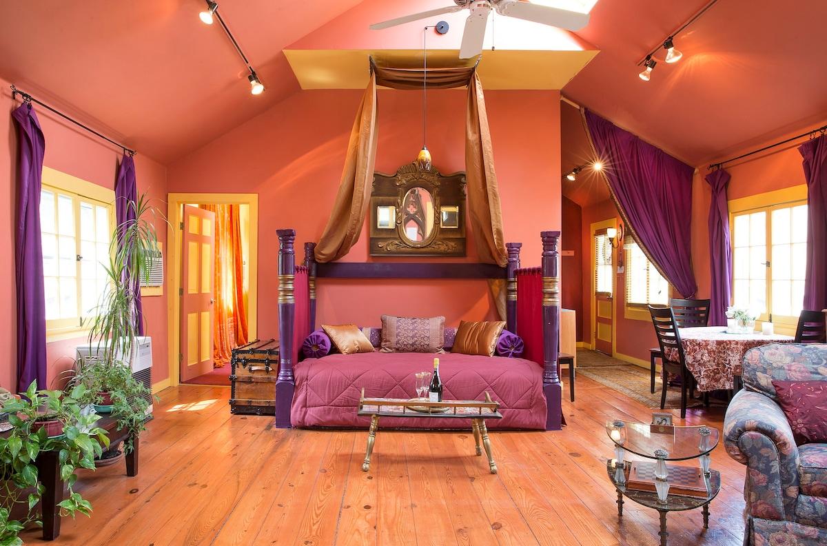 Romantic & Lush Artist's Cottage