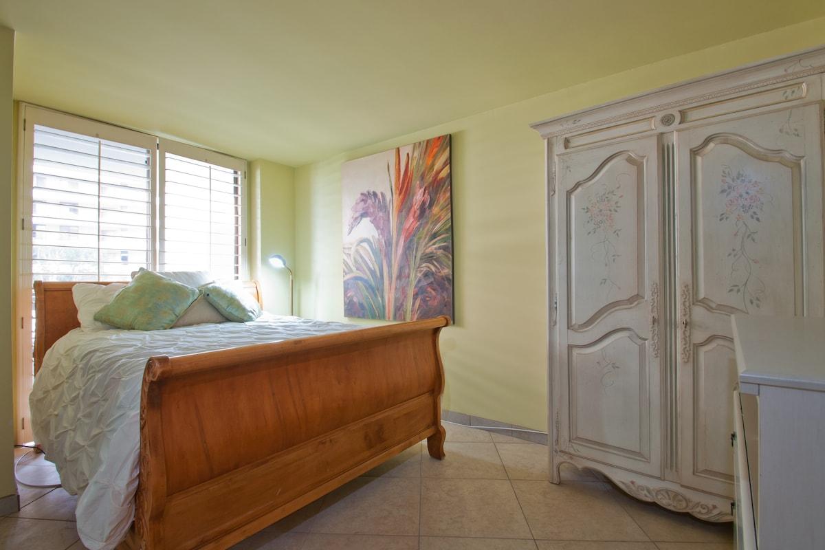 Beautiful room in Marina Del Rey