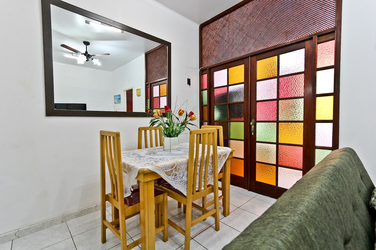 Living Room with Table for the family to enjoy their meals in a wonderful environment !!