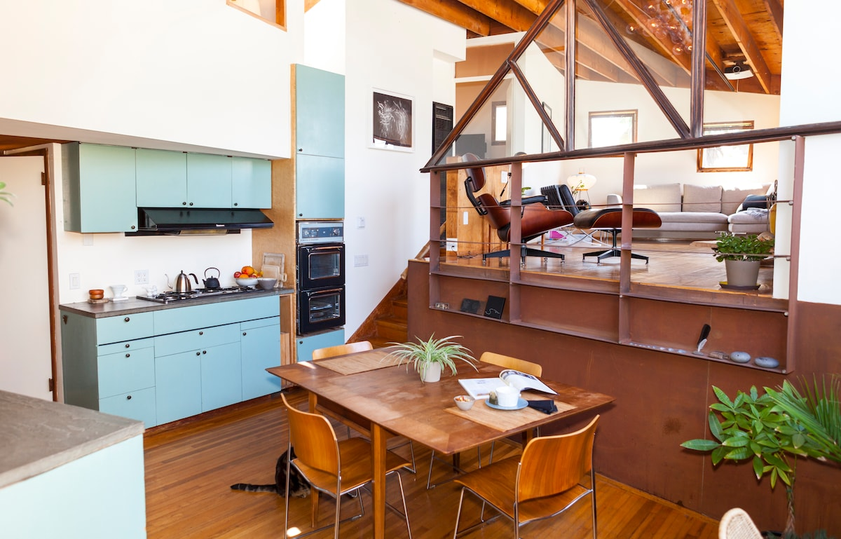One-Of-A-Kind Venice Artist Home