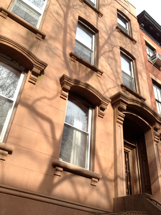 2BR BROWNSTONE APT IN COBBLE HILL