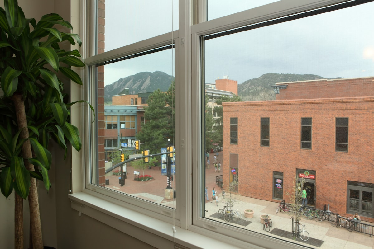 Living room view of Pearl St mall and mountains