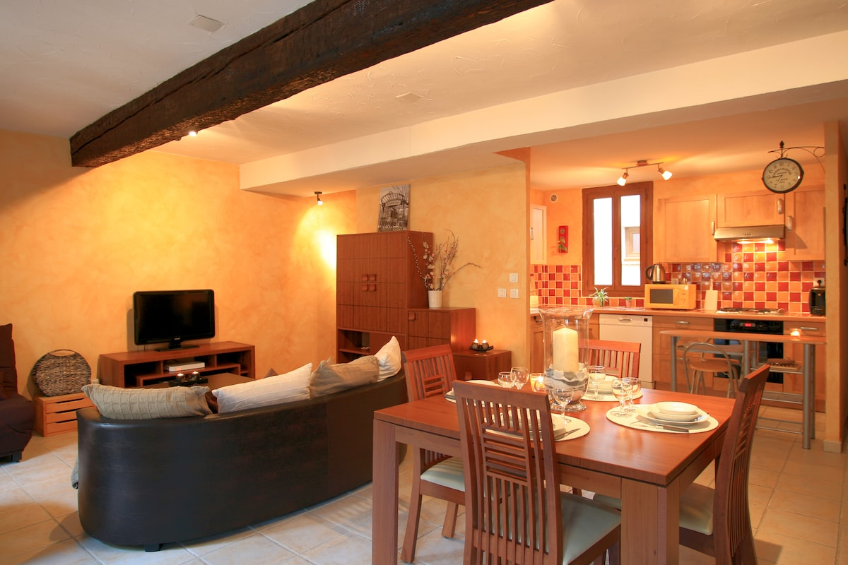 Lovely apt Carcassonne center+patio