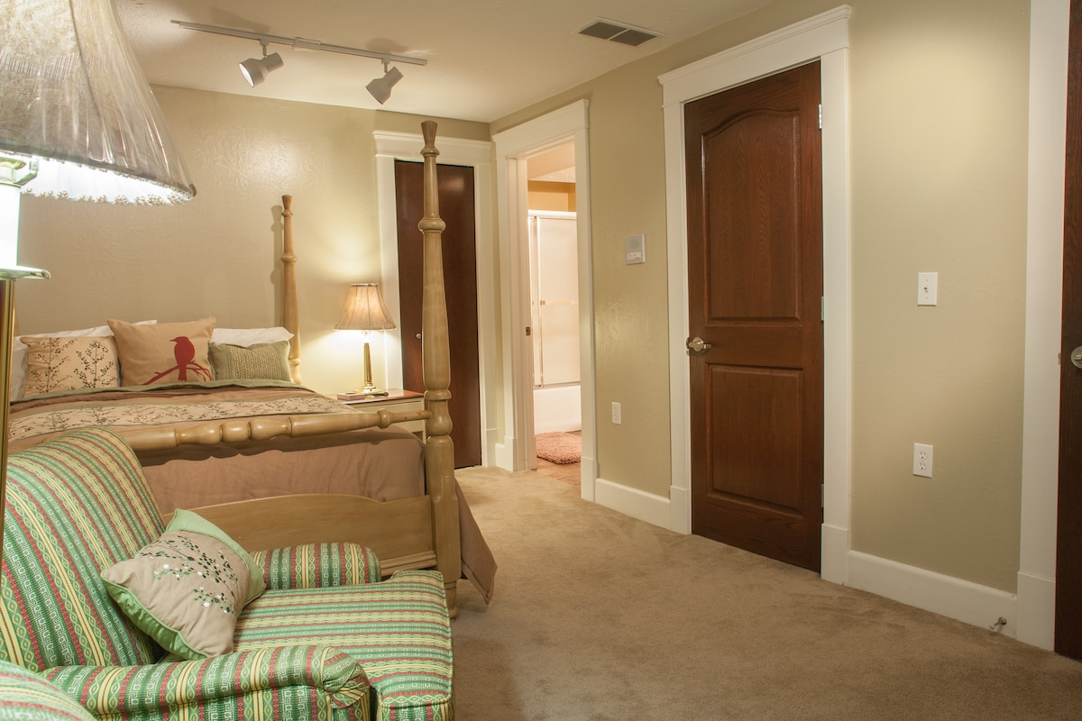 PRIVATE SUITE WITH COMFORTABLE QUEEN BED WITH PRIVATE BATH