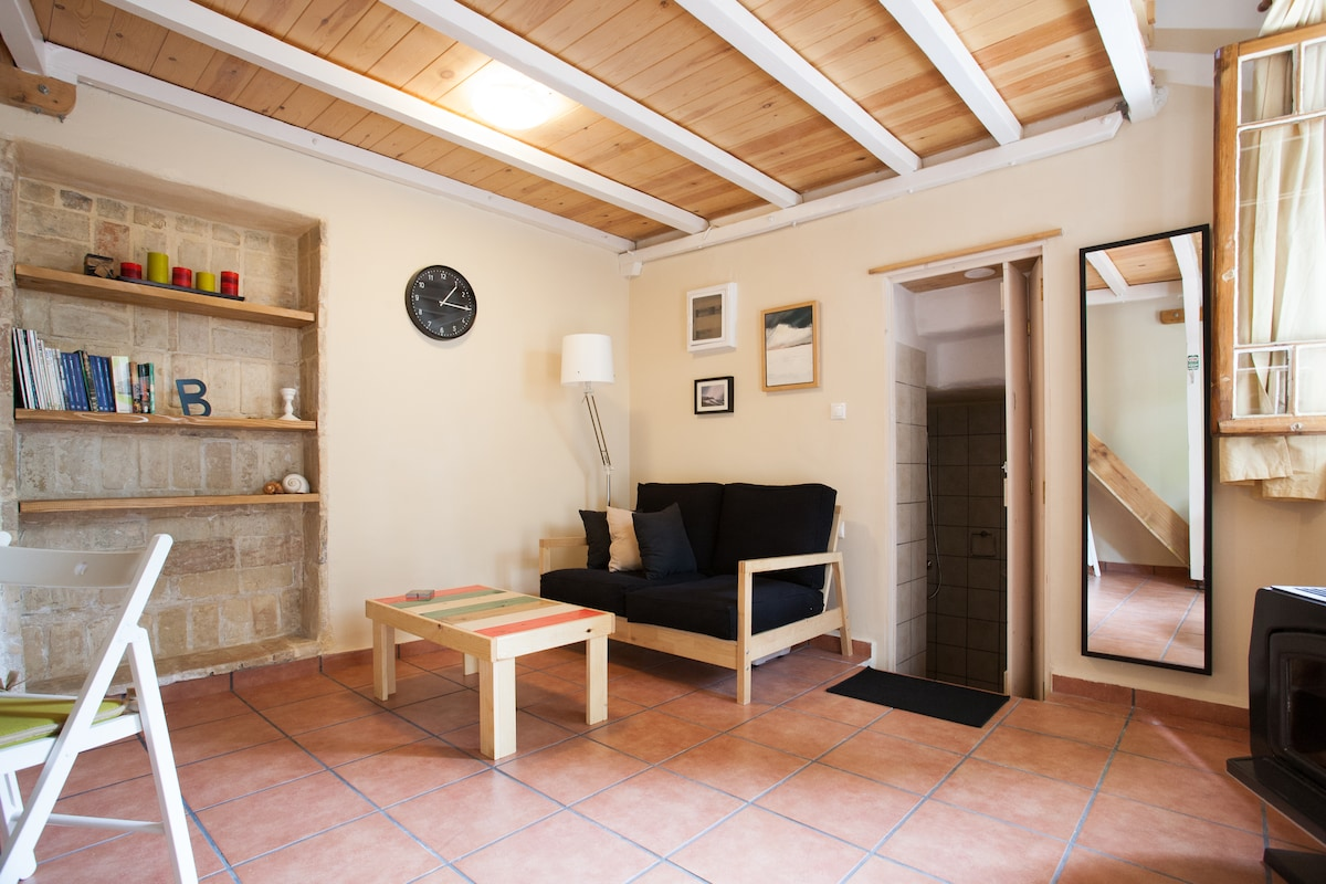 traditional studio apartment central athens