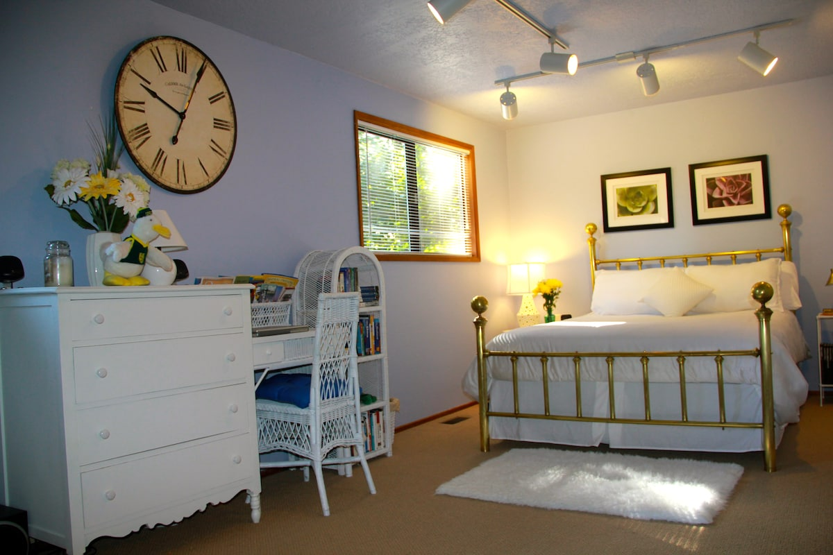 Private Suite in Quiet Eugene Home