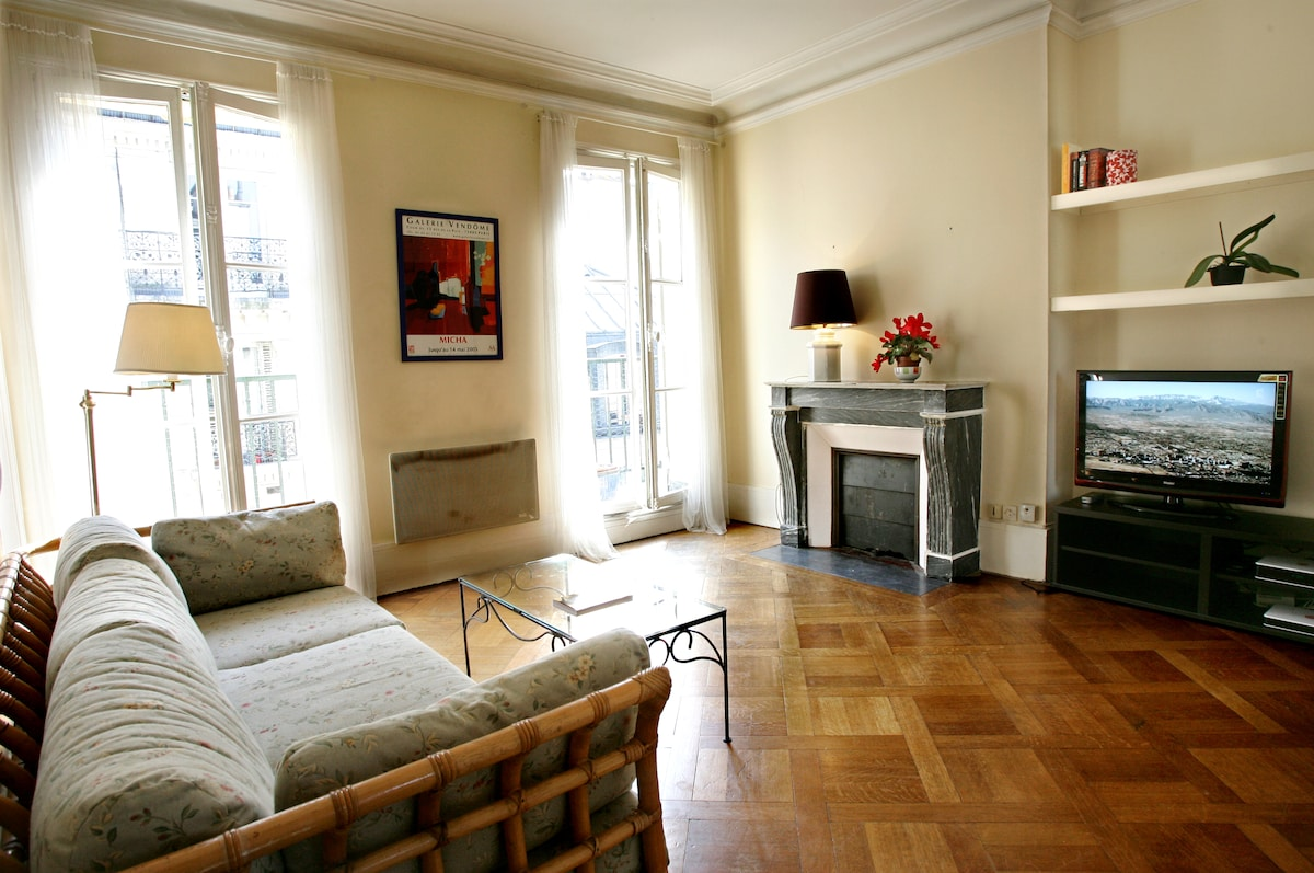 LOVELY W/ BALCONY IN LE MARAIS