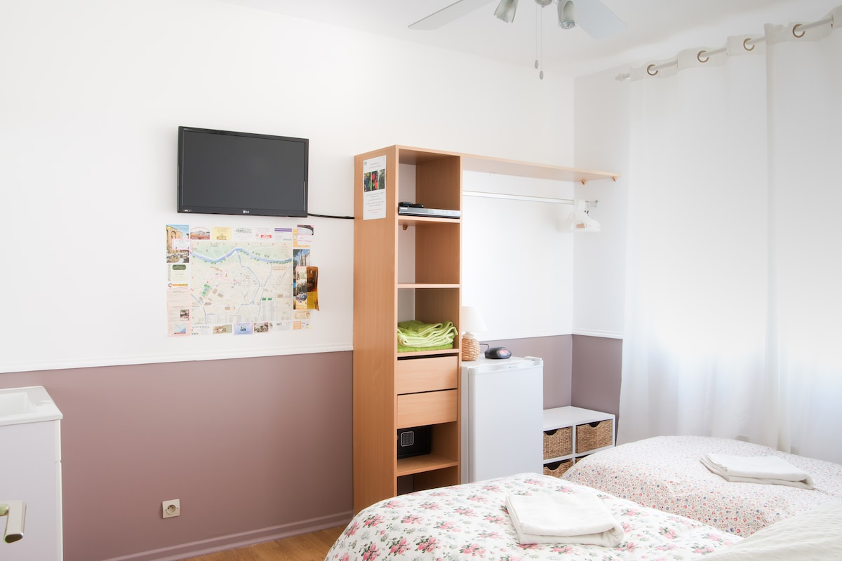 Bed & Breakfast with TV, DVD, min fridge, safe and free WiFi