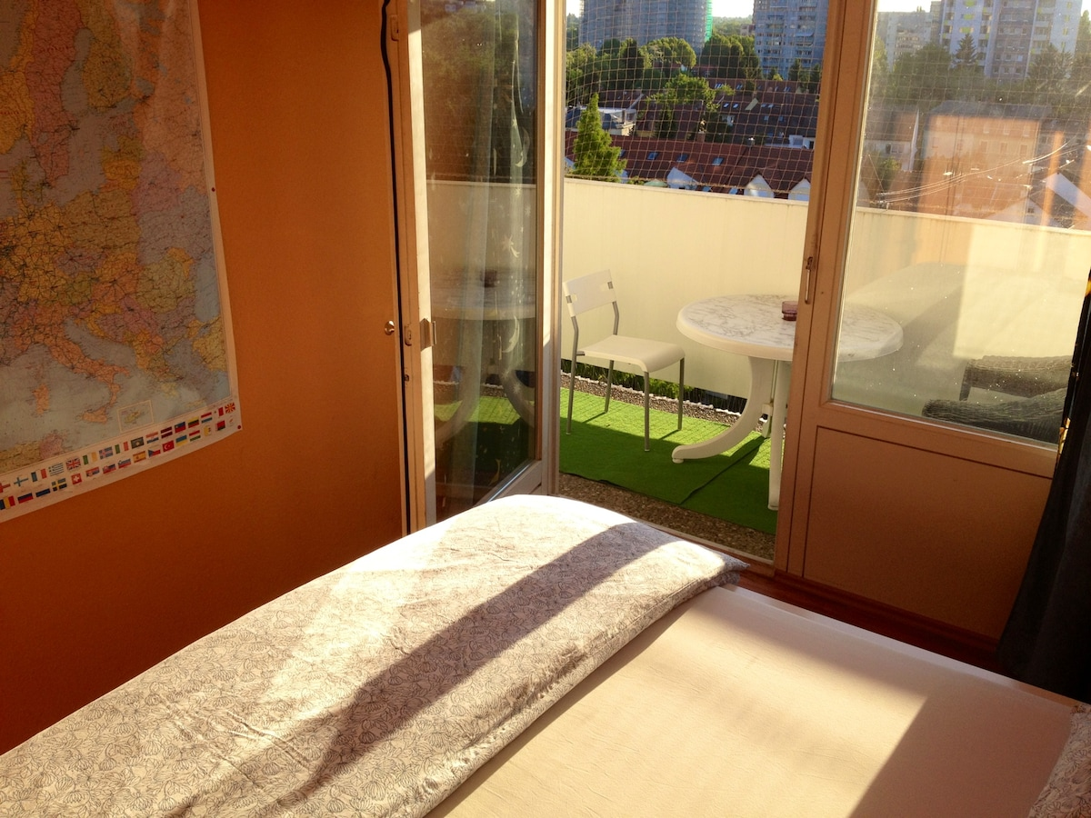 Nice room w. balcony in Frankfurt