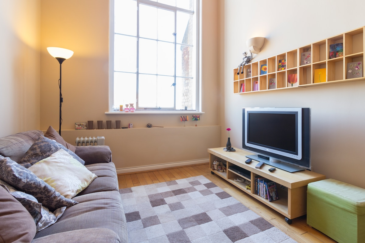 Living room with TV, Blu Ray/DVD player