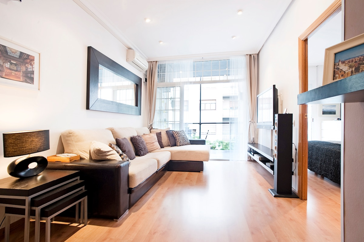 Large bright Living Room with cable TV and DVD. + central heating-air condition+super comfortable sofas