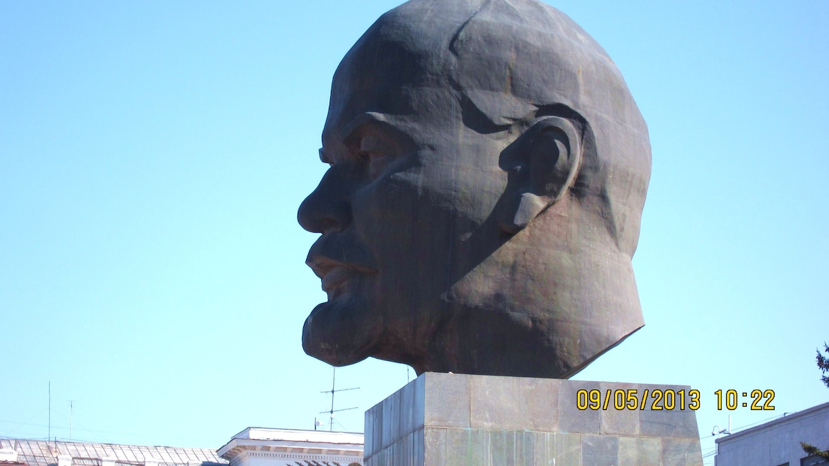 Three minutes walk and you are at the  square with the famous Head