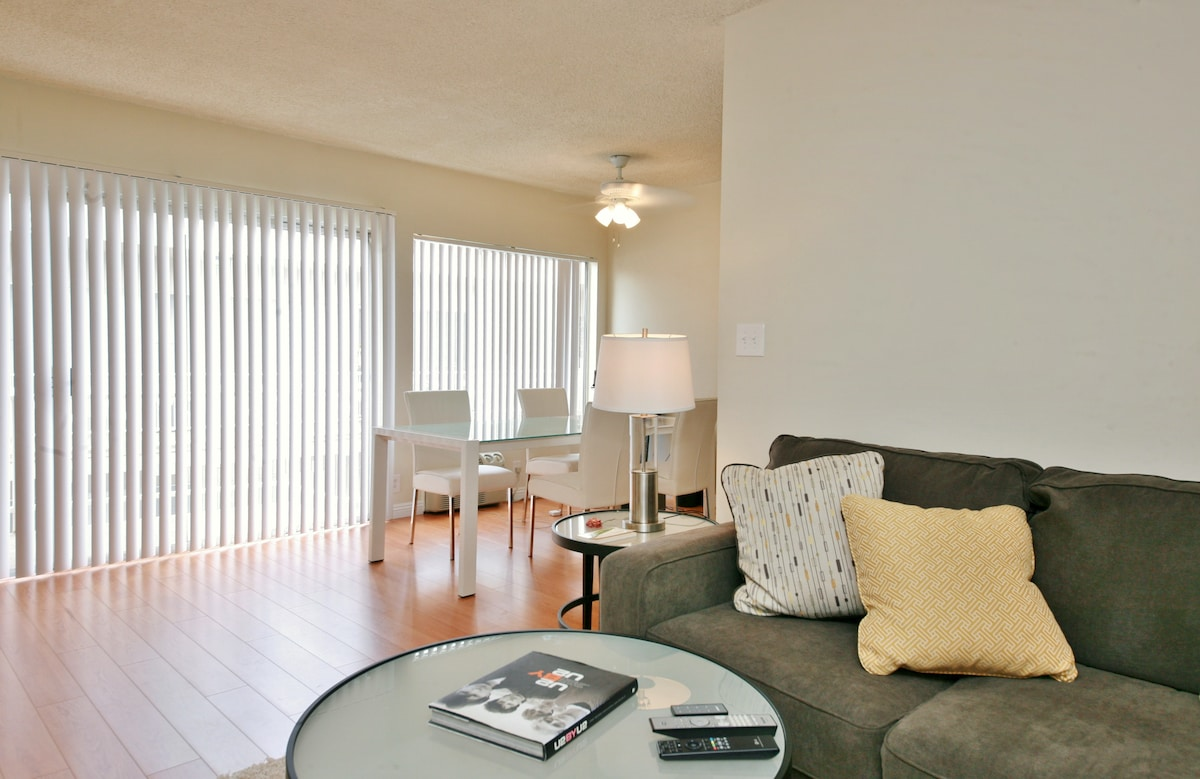 Beautiful 1BR apt in West Hollywood