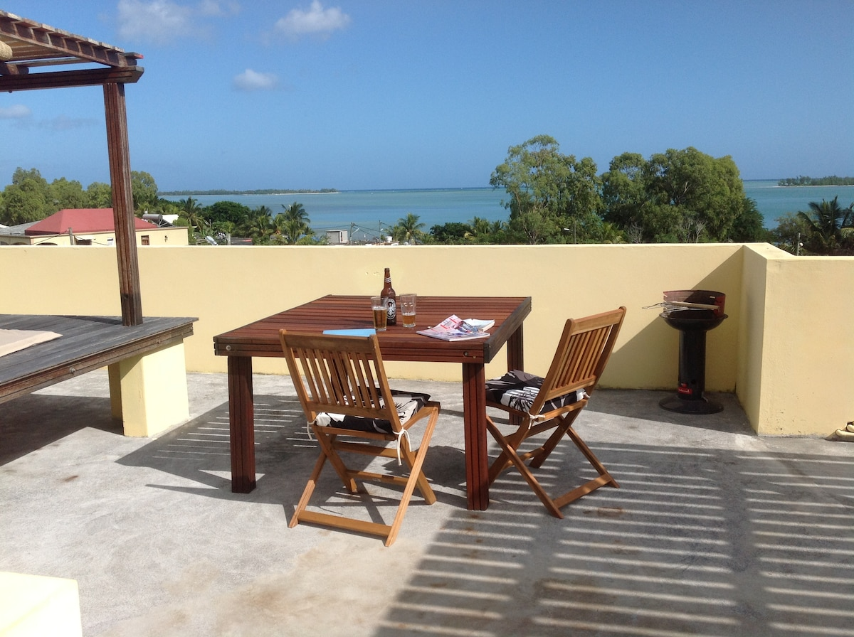 The shared Roof Terrace has spectacular sunset & Indian Ocean views with a large dining table.