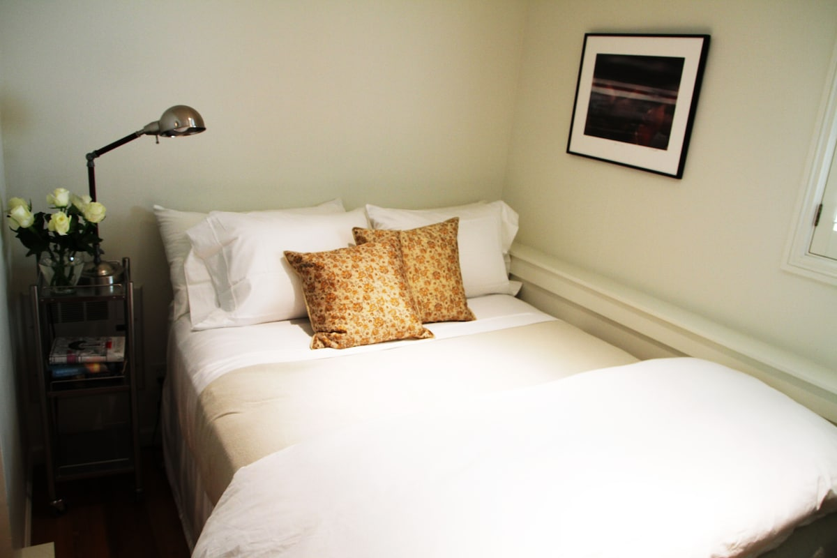 A queen bed with 100% down pillows and quilt.  Perfect for cuddling up on a foggy San Francisco night.