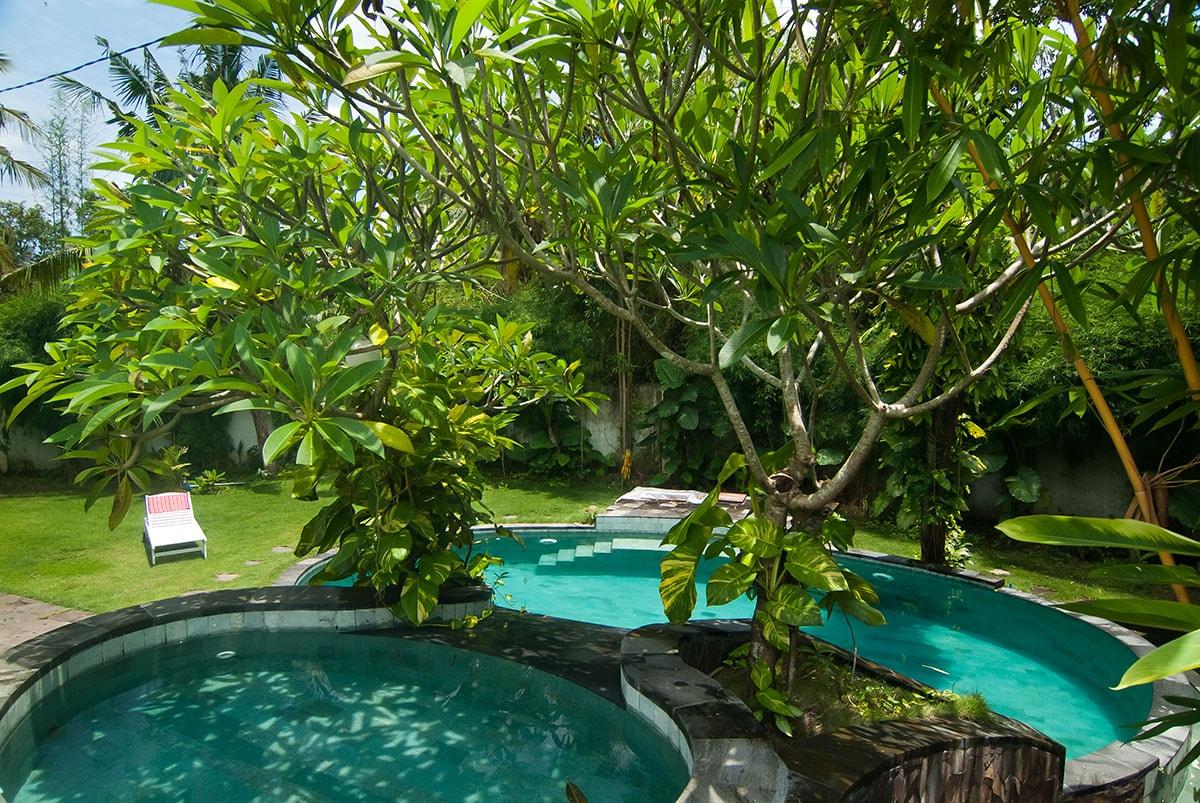 2 swimming pools, including one smaller so that the children bathe too / 2 piscines, dont une plus petite pour que les enfants se baignent aussi.