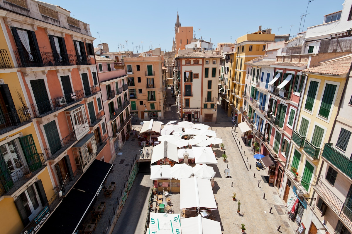 TAPAS, Terraces and Old Town!