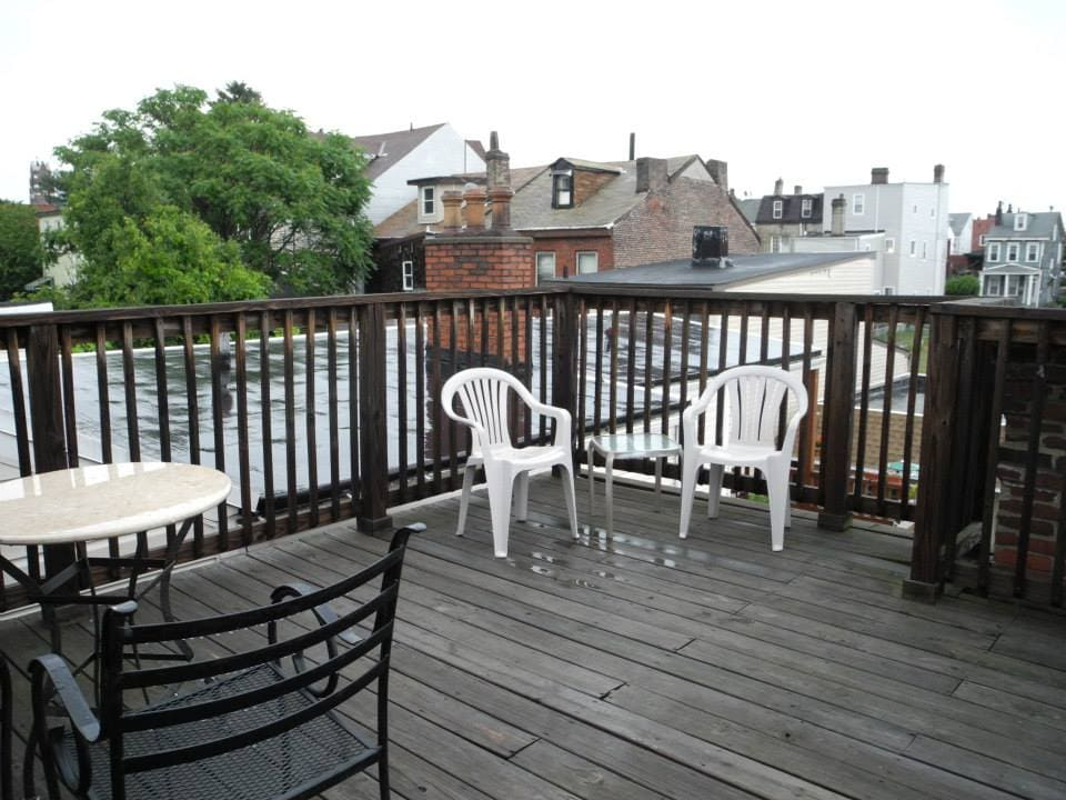 Deck w/ lots of seating