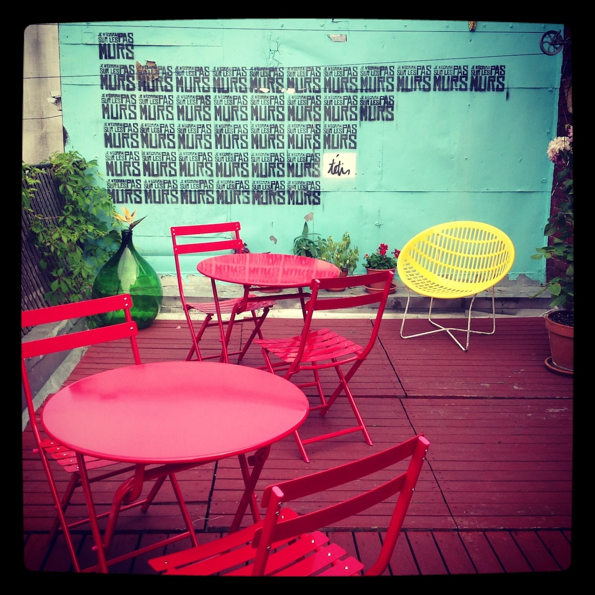 We invite you to hang out, have a beer on our terrace! It is much larger than it looks. It is approximately 400 sq. feet.