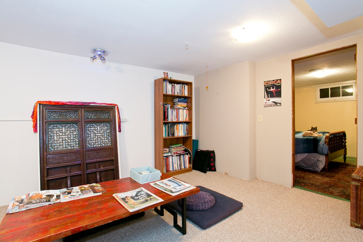 Bedroom number one, 2 rooms, a nice asian influence sitting room/library/office/ yoga/roll on the floor space