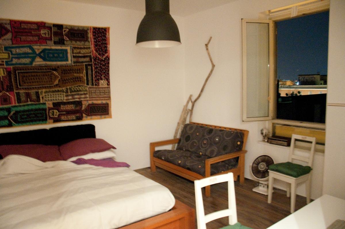 Una stanza matrimoniale grande - one large double room