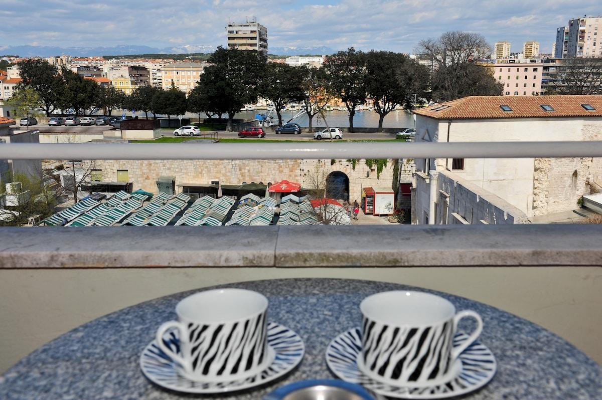 Room 2 with balcony - centre Zadar