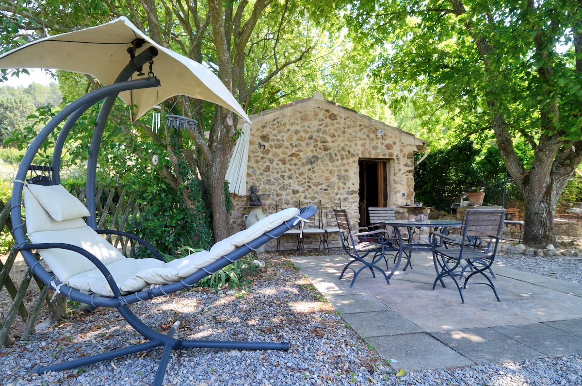 Provencal small house with Jacuzzi.