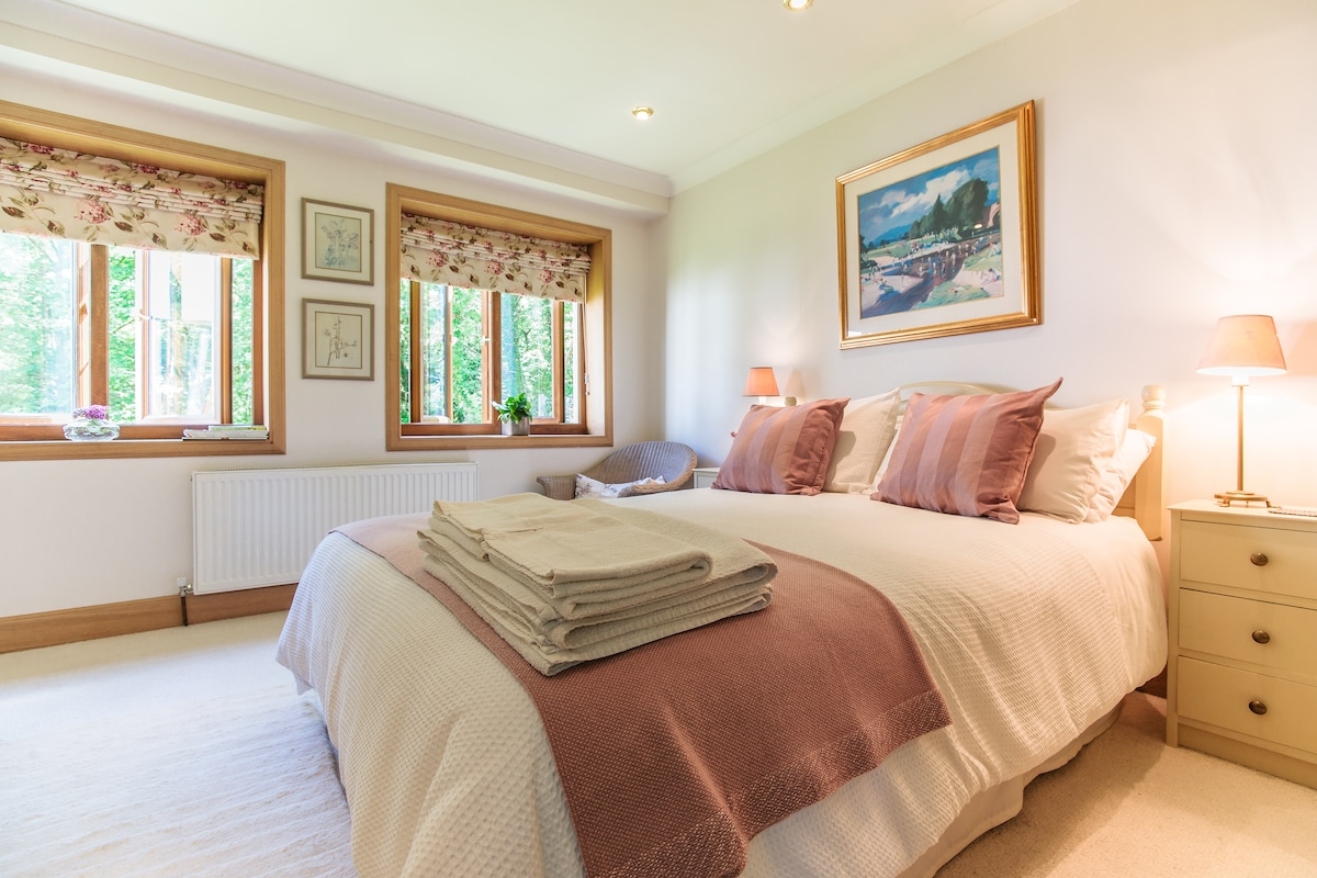 The Endrick, double room with ensuite shower room, garden and river views