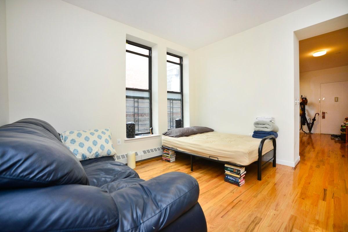 Comfy Manhattan Living Room for 1-3