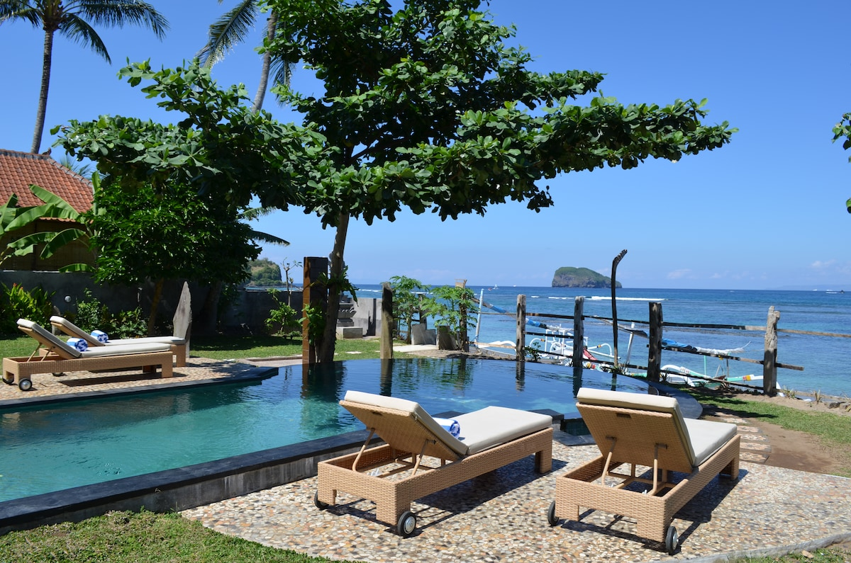 Relax on the lounger, have a swim in the pool or snorkel in the ocean - decisions, decisions...