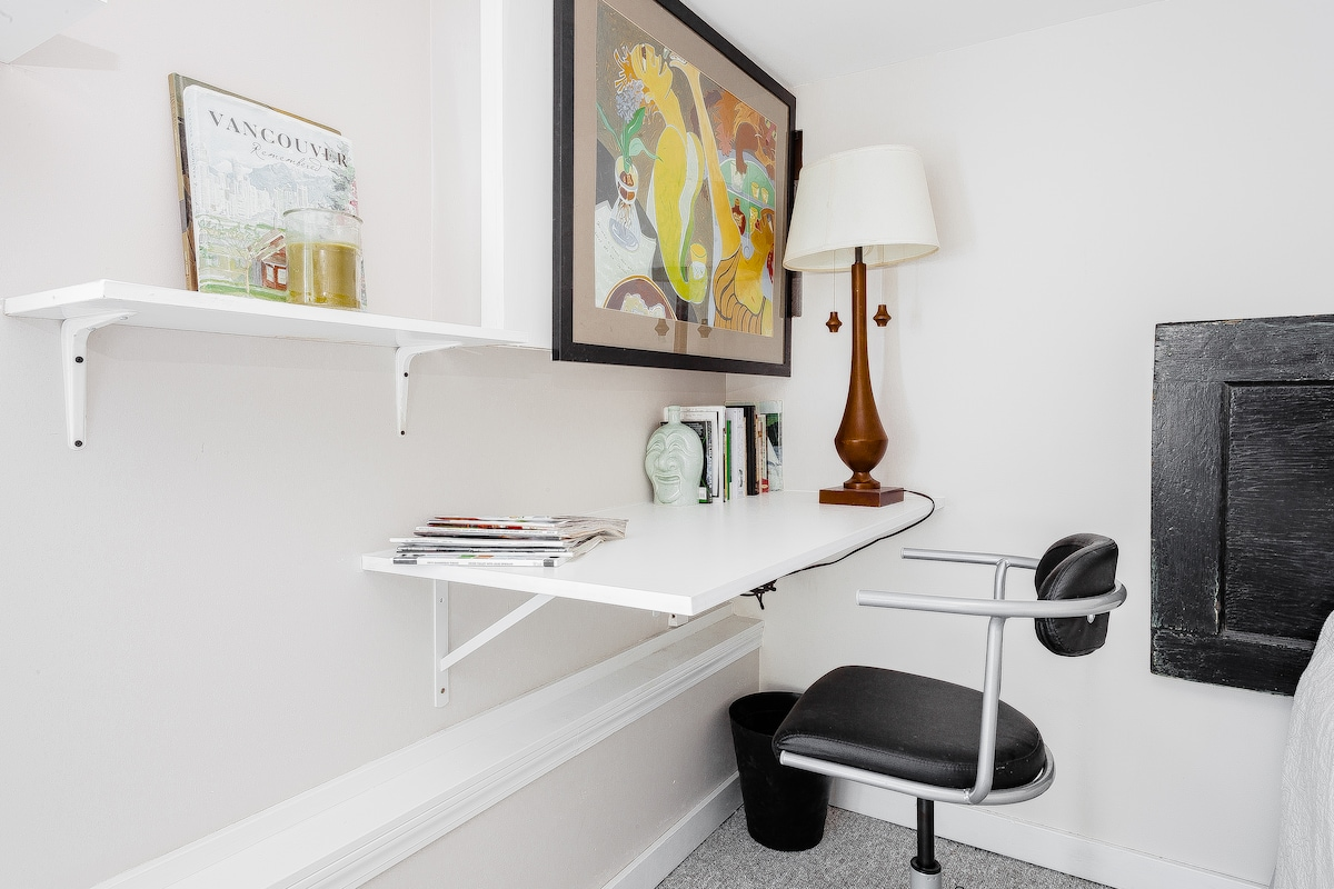 Office/night stand