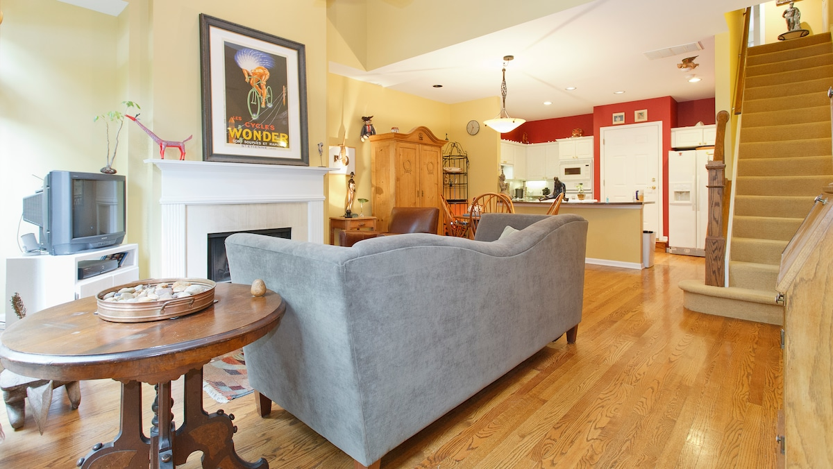 Lincoln Park-Private King Bed/Bath