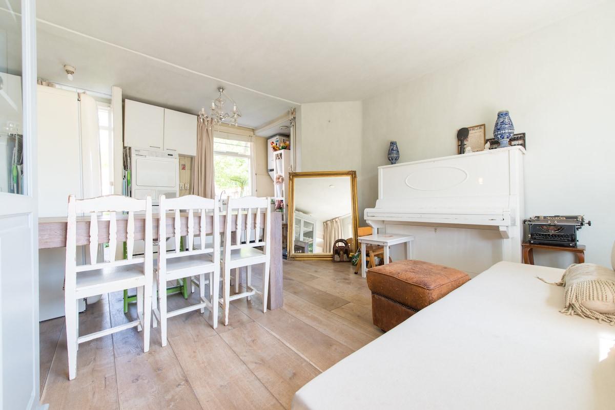 Cozy room, free parking & WIFI