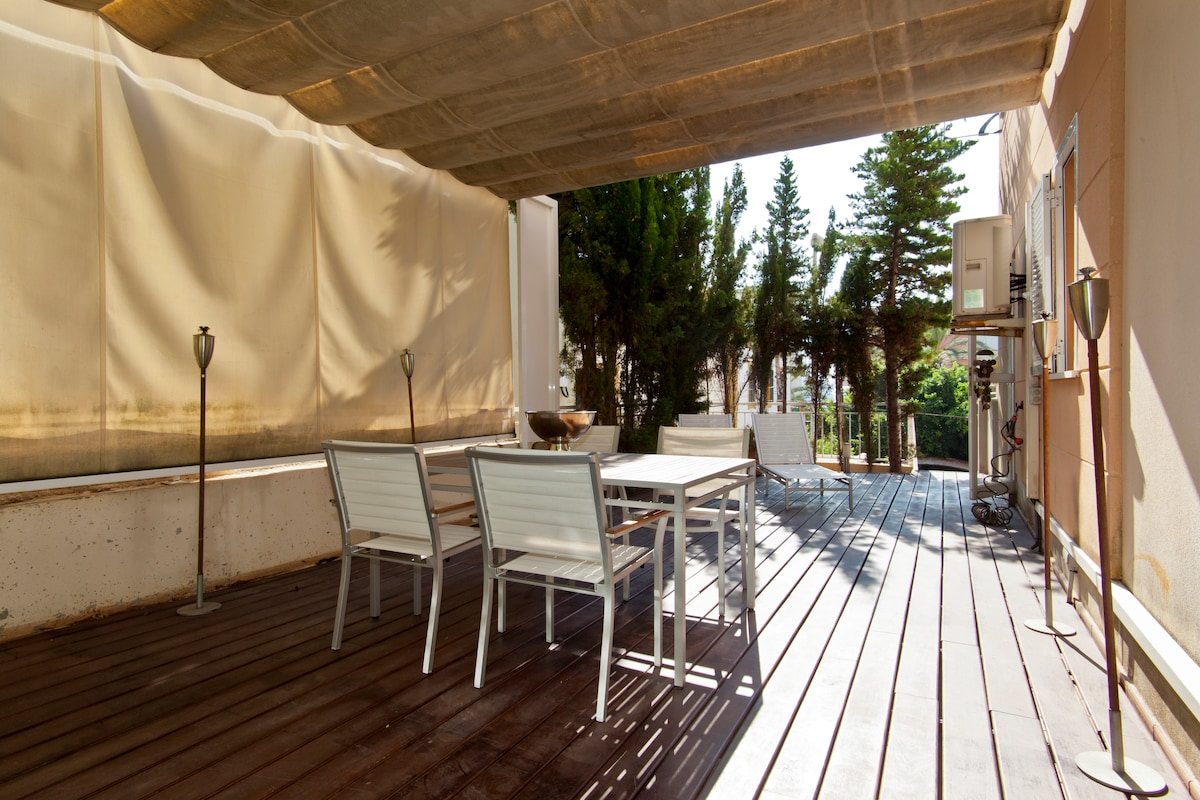 45sqm private terrace furbished with table and chairs.