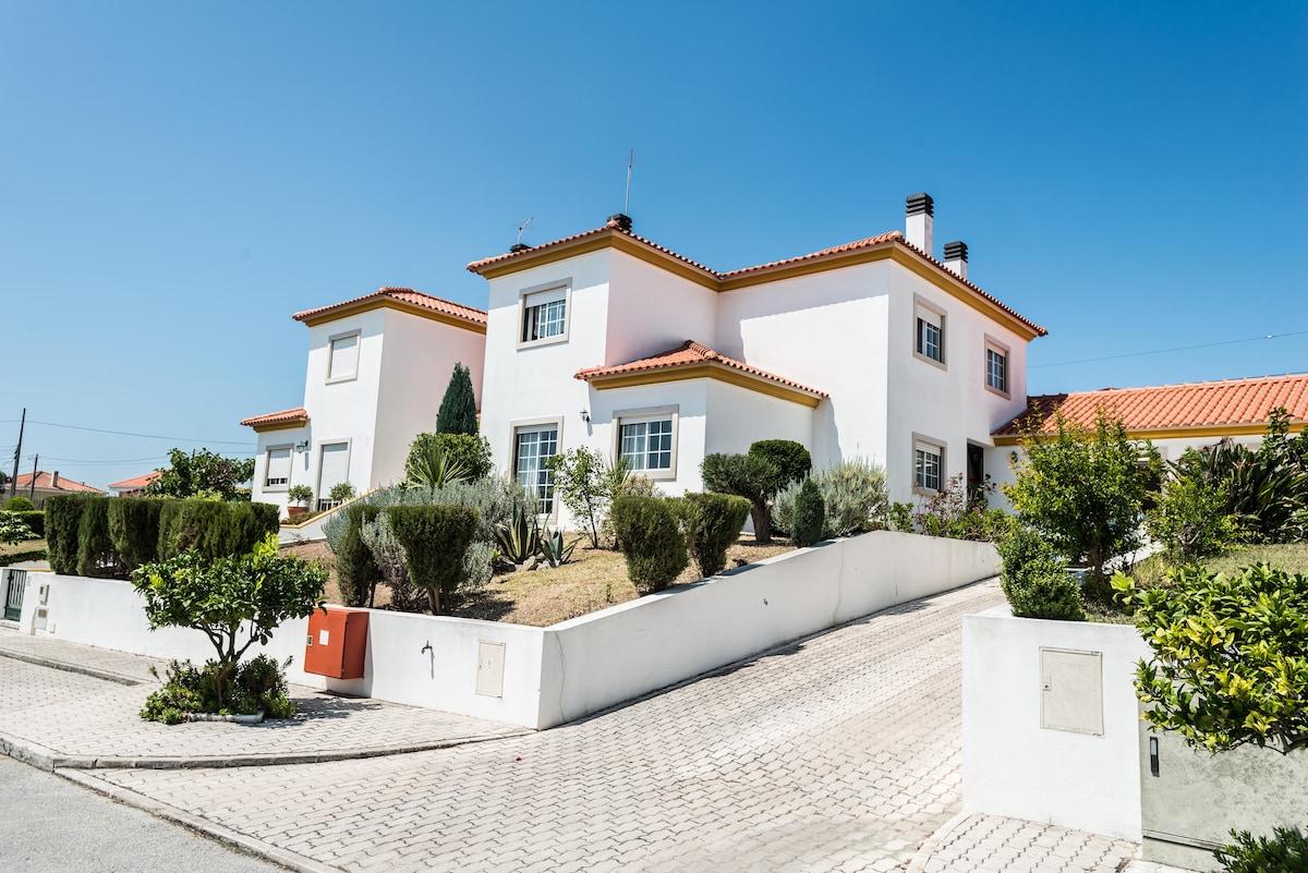 Villa Alcobaça Family Home & Beach