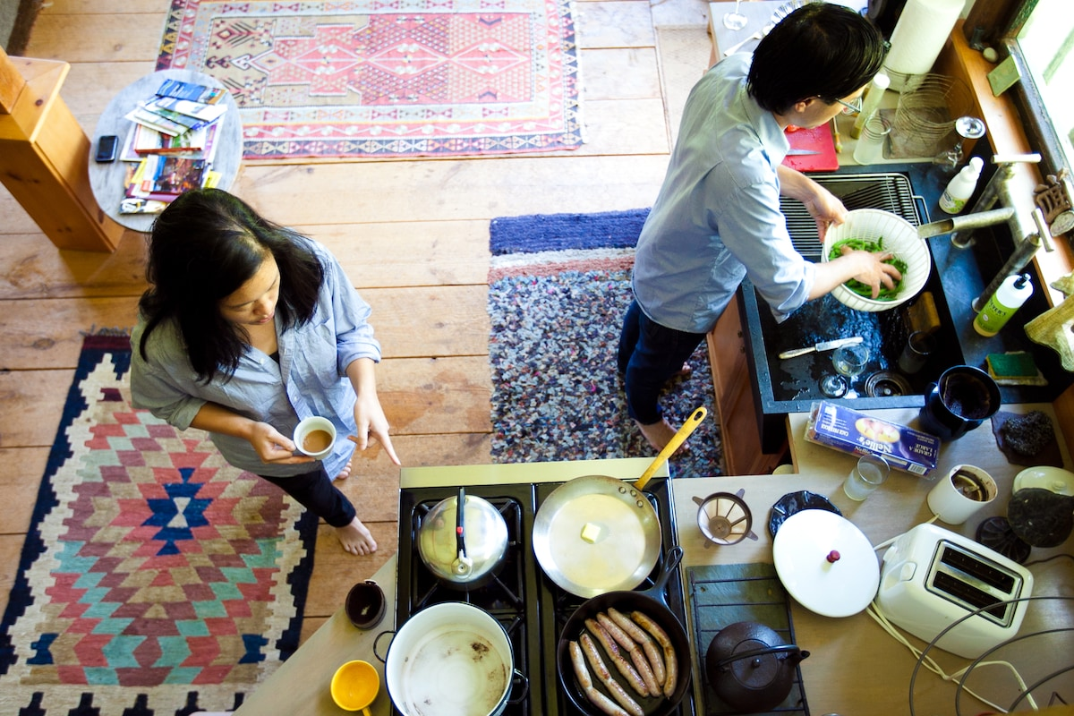 Airbnb guests preparing breakfast (photo courtesy Myleen Hollero)
