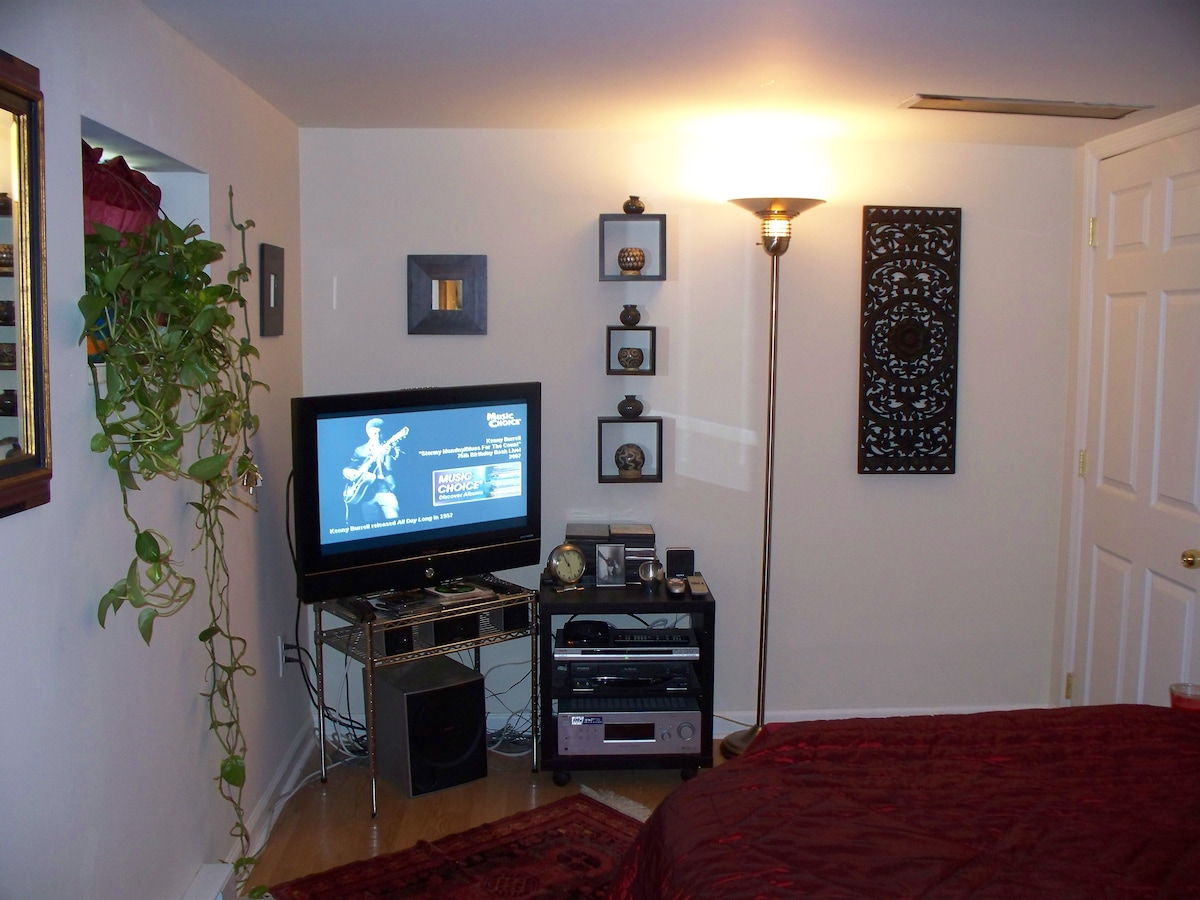Garden Apartment, 20 mins from NYC!